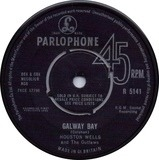 Galway Bay / Livin' Alone - Houston Wells And The Outlaws