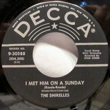 I Met Him On A Sunday (Ronde-Ronde) - The Shirelles