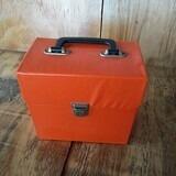 in orange, für 40-50 Singles - Vintage Schallplattenkoffer