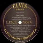 LP - Elvis Presley - A Legendary Performer Volume 1 - WITH BOOKLET