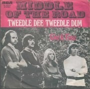 7'' - Middle Of The Road - Tweedle Dee Tweedle Dum / Give It Time