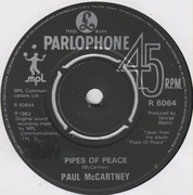 7'' - Paul McCartney - Pipes Of Peace - Push-out centre