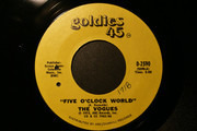 7inch Vinyl Single - The Vogues - Five O'Clock World
