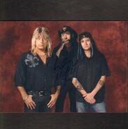 Mötley Crüe - Mötley Crüe Signed Photo