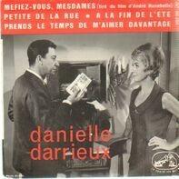 Danielle Darrieux - Méfiez-vous mesdames (tiré du film d'André Hunebelle)/ Petite de la rue / A la fin de l'été / Prend