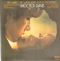 Skeeter Davis - He Wakes Me With A Kiss Every Morning