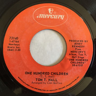 Tom T. Hall - One Hundred Children / I Took A Memory To Lunch