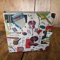 Vintage Schallplattenalbum - im Musikinstrumentendesign, für 20 Singles