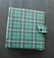 Vintage Schallplattenalbum - in grün, mit Karomuster, für 20 Singles